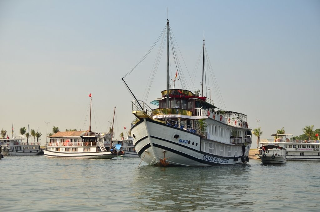 Oasis Bay Cruise, Ha Long Bay