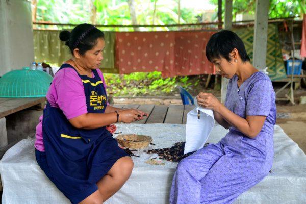 Natural Tie-Dye Workshop in Baan Khiri Wong